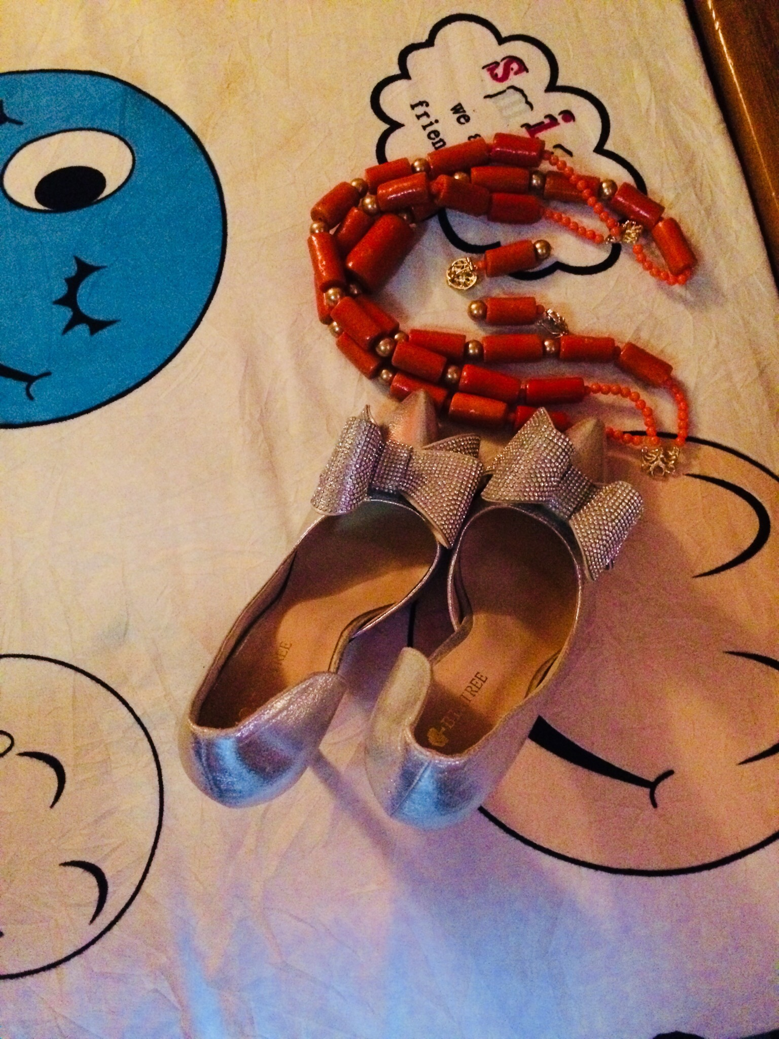 Shoes and beaded traditional jewelry of the bride